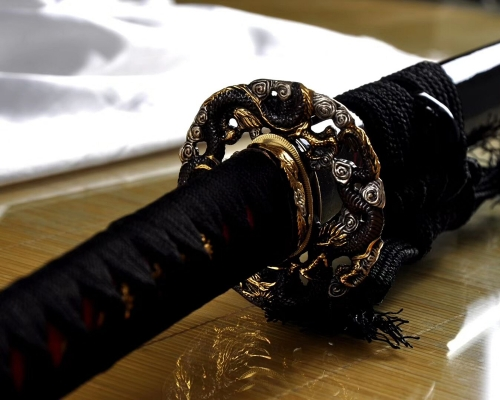 Battle Ready  Real Japanese Katana Sword Clay Tempered Hamon Full Tang Blade Very Sharp Edge Dragon Tsuba